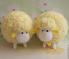 Sweet for the nursey. Crochet Sheep, Crochet Animals, Crochet Toys, Sheep Crafts, Yarn Crafts, Diy And Crafts, Pom Pom Animals, Sock Animals, Valentine Crafts