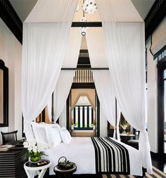 Eye For Design: Decorating With Canopy Beds