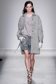 Christian Wijnants Fall 2014 Ready-to-Wear Fashion Show