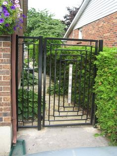 9 Enticing Tips AND Tricks: Green Fence Ideas modern concrete fence.Cheap Fence For Back Yard fence diy awesome. Front Yard Fence, Fenced In Yard, Low Fence, Small Fence, Horizontal Fence, Country Fences, Rustic Fence, Fence Landscaping, Backyard Fences