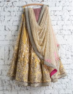 Lehenga Choli: Best Indian Lengha and Ghagra Choli Online Indian Fashion Dresses, Indian Designer Outfits, Pakistani Dresses, Indian Designers, Eid Dresses, Fashion Blouses, Women's Fashion, India Fashion, Designer Dresses