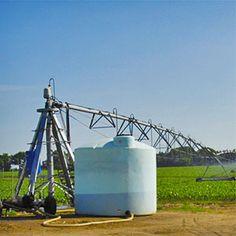 Bionutrientes, fertilizantes minerales, fertilizantes orgánicos... disueltos en agua se pueden aplicar con el riego mediante sistemas Pivot durante todo el periodo vegetativo, garantizando una máxima uniformidad, al tiempo que se puede controlar la dosis y el momento más oportuno.