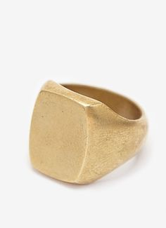 PRODUCT DESCRIPTION This signet ring is the perfect accessory for any man! Solid, heavy and perfect for that necessary detail that is not only manly but also with style. Available in either brass or s