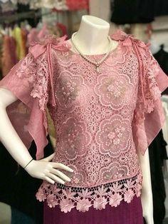 Modern Filipiniana Gown, Kebaya Modern Dress, Blouse Styles, Blouse Designs, Embroidery Fashion, Embroidery Dress, Batik Dress, Lace Dress, Ghanaian Fashion