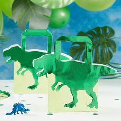 These green Foiled Dinosaur Shaped Bags are the perfect Dinosaur' party bag for your kid's birthday celebration. These fun party bags will be a roaring success with your party guests! Dinosaur Party Decorations, Dinosaur Party Supplies, Dinosaur Party Favors, Dinosaur Birthday Party, Boy Birthday Parties, Birthday Party Favors, 1st Boy Birthday, Happy Birthday, Birthday Cake