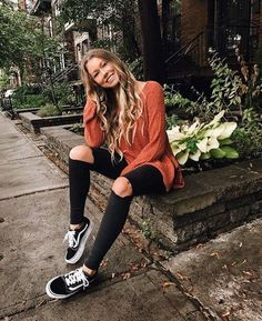 Fall fashion is fun with skinny black jeans and chic cozy sweaters. | Trendy Fall Outfits: 20+ Best Outfits to Copy ASAP