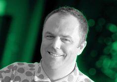SIŁA RAŻENIA DESIGNU na FUTU.PL  Mark Dytham dziesięć lat temu wymyślił patent na prezentację multimedialną projektów z dziedzin kreatywnych. Od tamtej pory PechaKucha znana jest na całym świecie. Heineken zaprosił Marka Dythama do jury tegorocznego konkursu Remix Our Future jako osobę na co dzień zajmującą się nowymi ideami. Co oznacza dla niego kreatywność i jak sam zaprojektowałby butelkę, gdyby brał udział w konkursie?