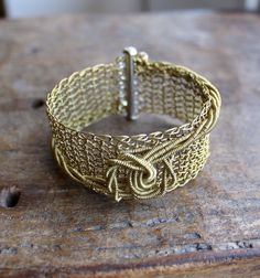 THE KNOT Brass Wire Crocheted Cuff Bracelet/ Elegant por Ksemi