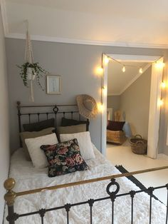 Old iron bed combined with hanging plant and floral LEIKNY pillow in our guest room. Hanging Plants, Boho Decor, Finland, Guest Room, Ikea, Pillows, Feelings, Blog, Furniture