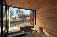 This is the Casa Caldera modern small cabin in Arizona and you're invited to come on in to take the full tour and learn more inside! Green Building, Building A House, Cabinet D Architecture, Southwestern Home, Weekend House, The Ranch, Deco, Building Design, Indoor Outdoor