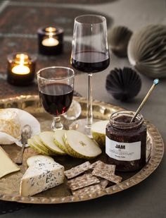 Italian Wine Guide For Beginners – Drinks Paradise Wine And Cheese Party, Wine Cheese, Food Platters, Cheese Platters, Plat Vegan, Wine Guide, Think Food, Italian Wine, Culinary Arts