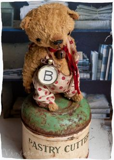 Vintage Magpie Bear - I need one of these awesome creations...