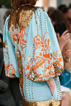 Valentino Spring 2019 Ready-to-Wear Fashion Show Valentino Spring 2019 Ready-to-Wear collection, runway looks, beauty, models, … Pink Fashion, 70s Fashion, Colorful Fashion, Couture Fashion, Runway Fashion, Fashion Brands, Fashion Show, Womens Fashion, Fashion Websites