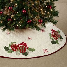 ~Quilted Ornaments Christmas Tree Skirt~