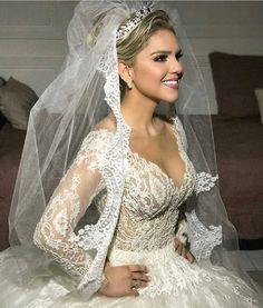 Noiva do dia!  Beleza por Jr Fiel vestido Solaine Piccoli joias Miguel Alcade.   #prontaparaosim #