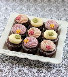 Flower swirl cupcakes