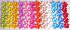 VOCÊ ENCONTRA AQUI: www.elo7.com.br/ohcilla  Botão Flor tamanho 15mm (um cm e meio) <br>Valor referente ao pacote com 30 unidades de cores diversas <br> <br>*não é possível escolher cores.