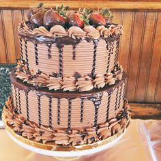 Chocolate anyone? 🙋♀️ Drool worthy grooms cake with all the chocolate covered strawberries. Chocolate Grooms Cake, Cake Trends, Salty Cake, Bakery Cafe, Chocolate Covered Strawberries, Homemade Chocolate, Savoury Cake, Custom Cakes, Beautiful Cakes