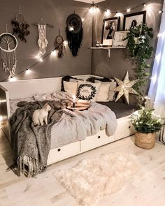 39 Tips for Decorating a Bedroom - - Turn a boring bedroom into a sanctuary with these easy-to-copy tips for creating a wonderful bedroom space. Bedroom Decor For Couples, Cute Bedroom Ideas, Room Ideas Bedroom, Small Room Bedroom, Decor Room, Room Decorations, Home Decoration, Bedroom Ideas For Small Rooms Cozy, Diy Bedroom