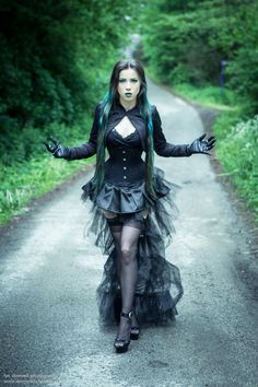 If you don't have any gothic fashion sense, this article is for you. There is absolutely no reason for you to look like a gothic fashion disaster. Punk Girls, Hot Goth Girls, Gothic Girls, Goth Beauty, Dark Beauty, Gothic Outfits, Gothic Dress, Steampunk Fashion, Gothic Fashion