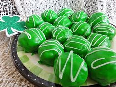 Leprechaun cookie bites! Yummy SrG to make for this holiday. Great to pack for the kiddies/husband's lunch for fun!!