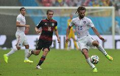 U.S. midfielder Kyle Beckerman attempts to settle the ball down (June 26, 2014).