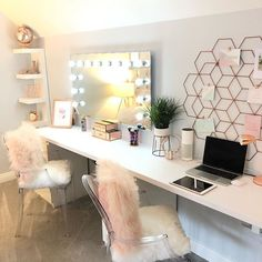 HOME I spend more time cleaning this room than any other room in the house. Girls are so messy! My son makes sure his room his is… Cute Room Decor, Teen Room Decor, Home Office Decor, Room Decor Bedroom, Home Decor, Diy Bedroom, Interior Design Trends, Cabinet D Architecture, Dream Rooms