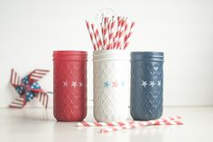 Red White Blue Patriotic Mason Jars – Memorial Day Fourth of July Mason Jar Ideas There are some bloggers who just have a way with mason jars …   you know what I mean?   It means when it comes to crafting with mason jars their creativity has no bounds. And Sprinkled & Painted (also known …