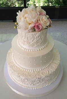 buttercream white wedding cake / www.himisspuff.co... by elinor