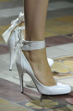 floraspice:  Lanvin Spring/Summer 2014 | PFW. I really don't like white shoes, but I'm willing to consider these :)