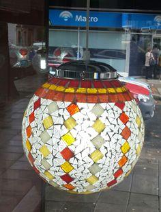Luminaria de diseño con venecitas y vidrio esmerilado