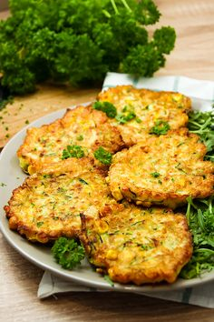 Chickpea, zucchini fritters – Prosto w Smak Zucchini Fritters, Tandoori Chicken, Salmon Burgers, Lunch Box, Healthy Recipes, Meals, Dinner, Cooking, Ethnic Recipes