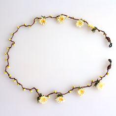 【楽天市場】トルコのレース「オヤ」メガネストラップ刺繍針の手作りイーネオヤ・ジンジメ:ガラタバザール(キリム&雑貨) Crochet Accessories, Jewelry Accessories, Eyeglass Holder, Eyeglasses, Beading, Beaded Necklace, Bracelets, Herbs, Crochet Designs