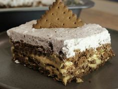 Perfect sweet fridge with chocolate and biscuit … – pastry types Icebox Desserts, Icebox Cake, No Bake Desserts, Dessert Recipes, Greek Sweets, Greek Desserts, Low Calorie Cake, Desserts With Biscuits, Baking Tins