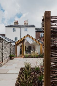 This Grade II Listed English Cottage Gets a Picture-Perfect Modern Extension Extension Veranda, Cottage Extension, Glass Extension, Rear Extension, Extension Ideas, Cottage Renovation, D House, Modern Masters, House Extensions