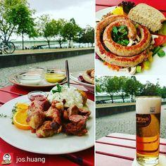 Et jit jet zo müffele un zo süffele! Und das mit schönstem #Rheinblick im Herzen von #Köln bei uns auf der #Terrasse. #Herrlich!  #haxe #haxenhaus #foodporn #fleisch #lecker #yummy #koeln #cologne #porkknuckle #meat #delicious #germanfood #deutscheküche #bratwurst #bestebratwurst #kölsch #bier #durst #bierdurst  @Regrann_App from @jos.huang