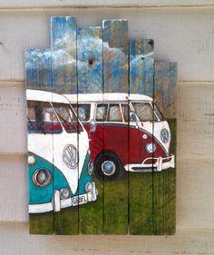 Mano pintada Vintage VW, autobuses en un lienzo de madera de listón hechas a mano. Listón de madera ha sido rescatado de un viejo artesano casero. Esta pintura poco dulce sería un regalo perfecto para cualquier amante de los VW. Toda la madera utilizamos es salvada y puede tener