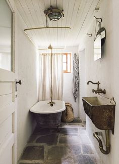 20 Gorgeous Farmhouse Bathroom Design Ideas - The modern urban farmhouse is home design keywords that are very popular today as the natural aesthetic vibe is very much in sync with being grounded . Vintage Bathrooms, Rustic Bathrooms, Cottage Style Bathrooms, Vintage Tub, Vintage Mirrors, Vintage Style, Cabin Bathrooms, Vintage Dressers, Modern Bathrooms