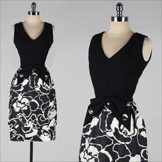 vintage 1960s dress . black white floral . button bow . 3911