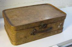 Puinen matkalaukku 1920-luvulta