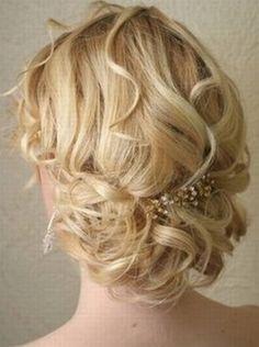 esküvői+frizurák+félhosszú+hajból+-+menyasszonyi+frizura+félhosszú+hajból