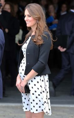 Kate Middleton Photos - Prince William, The Duke and Catherine, The Duchess of Cambridge with Prince Harry arrive at the launch of the Warner Bros Studios in Leavesden in Hertfordshire. - The British Royals Tour the Warner Bros. Moda Kate Middleton, Princesse Kate Middleton, Kate Middleton Photos, Kate Middleton Pregnant, Pregnancy Months, Pregnancy Outfits, Pregnancy Photos, Pregnancy Tips, Maternity Wear