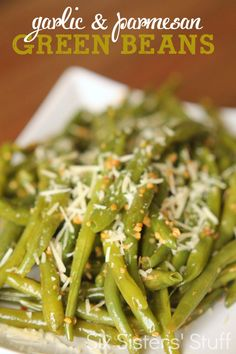 These Garlic and Parmesan Green Beans make it easy to eat your veggies! | SixSistersStuff.com