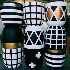 Painted Plant Pots, Painted Flower Pots, Bottle Art, Bottle Crafts, Flower Pot Design, Beton Design, Clay Pot Crafts, Concrete Crafts, Diy Crafts Hacks