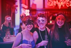 Picking a costume for a Halloween party shouldn't be stressful. Start early and list down the best TV-themed Halloween costume ideas you can think of. Danny Zuko, Casino Night Party, Casino Theme Parties, Bachelorette Parties, Themed Parties, Vintage Party, Social Events, Corporate Events, 18th Birthday Party Themes
