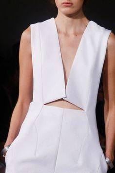 Jil Sander Spring 2014 Ready-to-Wear Fashion Show Haute Couture Style, Runway Fashion, Fashion Show, Womens Fashion, Fashion Trends, Minimal Fashion, White Fashion, Look Urban Chic, Street Mode