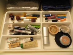 Use a plastic silverware drawer to organize makeup easily...great idea! (this links to a whole post of ideas for organizing bathroom stuff)