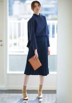 いま買って、秋まで使える!トレンドトップス最旬8コーデ|Today's Pick Up|ユニクロ Pleated Skirt, Midi Skirt, High Waisted Skirt, Store Fronts, Uniqlo, Elegant, Stylish, Skirts, Model