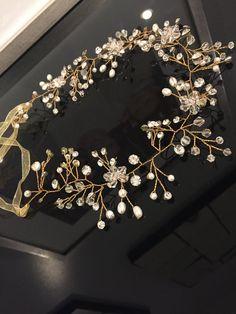 Beaded Headpiece Bridal Headpiece Delicate por BloomHeadpieces
