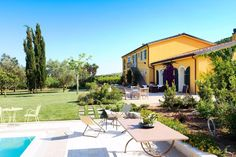 The Wine Resort Ledà d'Ittiri is set among vineyards and olive groves, 10 km from Alghero.